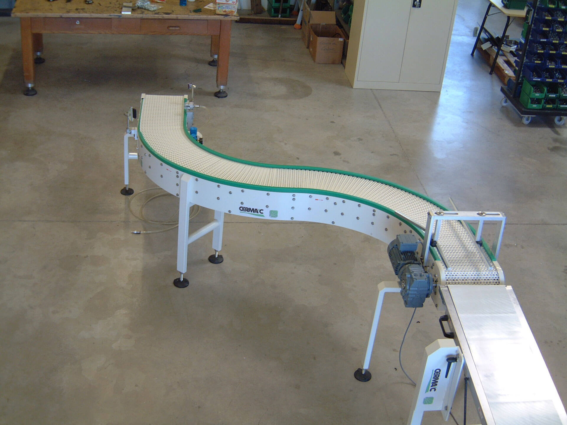 Chain plate conveyors