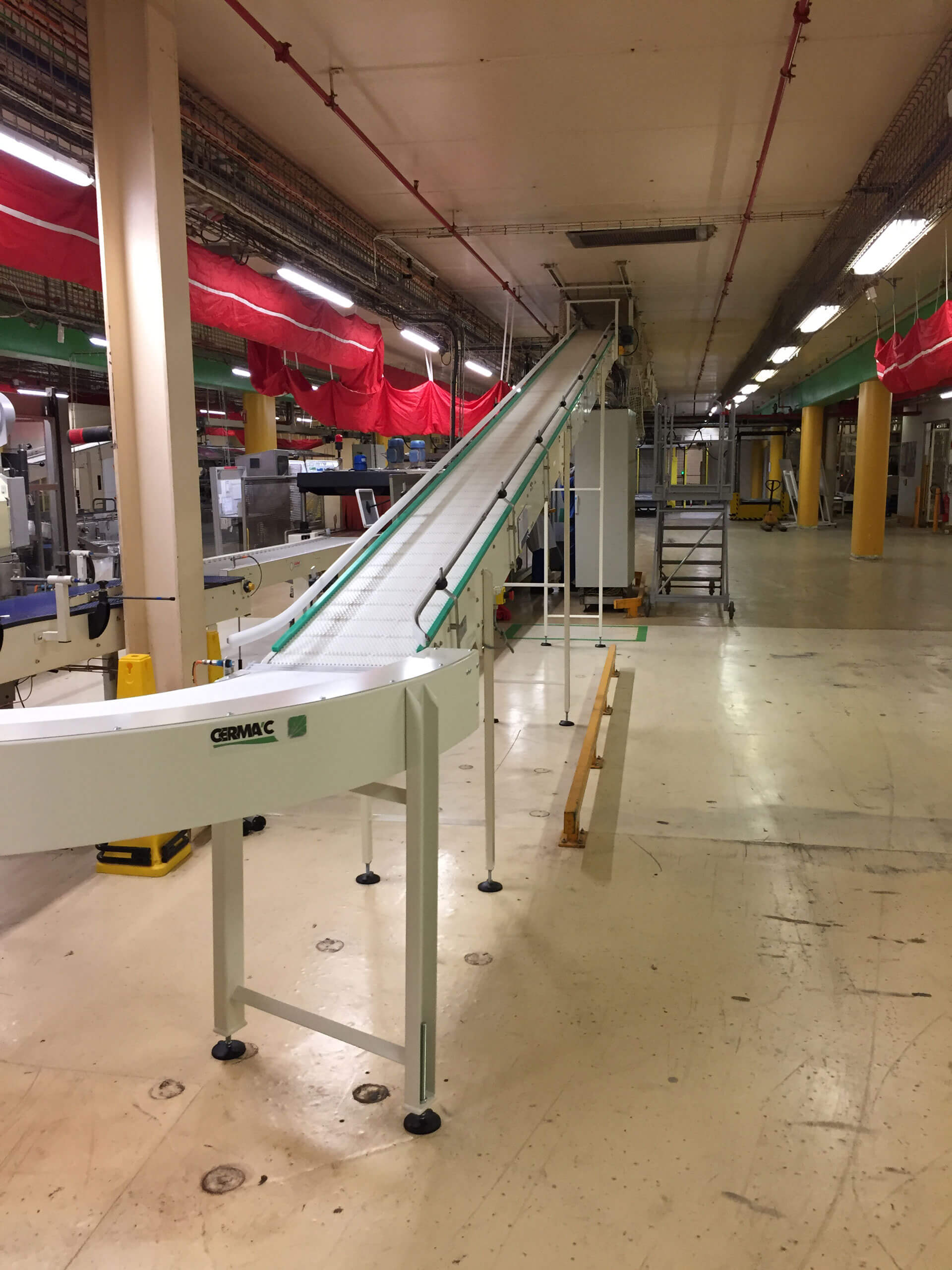 Anti-slip chain plate conveyors