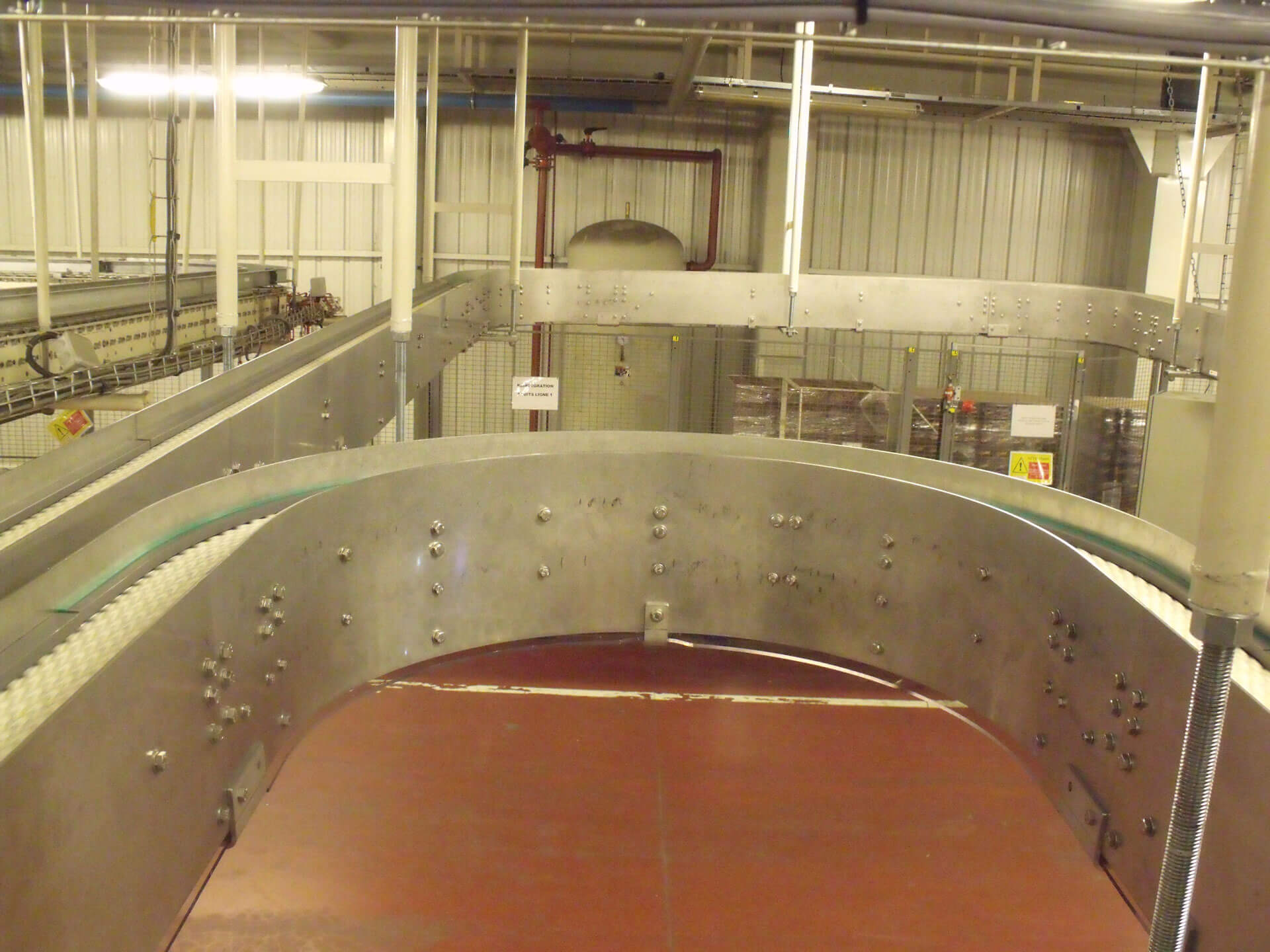 Suspended chain plate conveyors